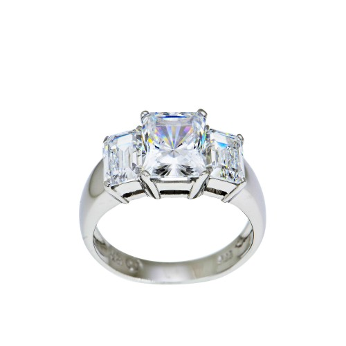 A  White Gold Ring with Cubic Zirconia 003178